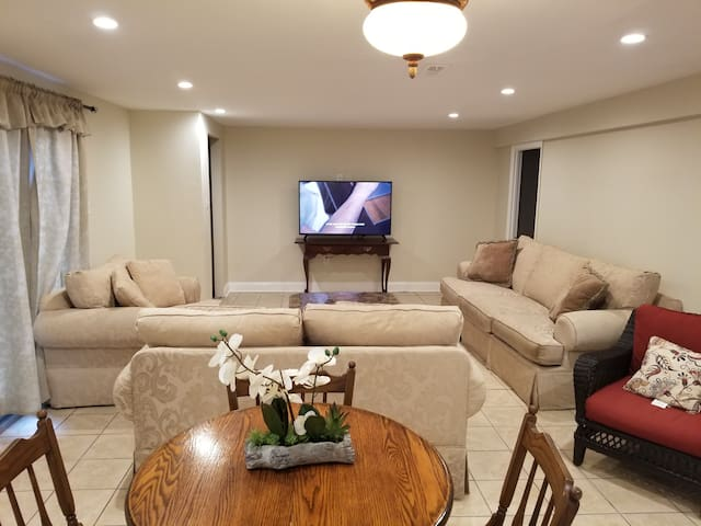 Spacious 3BRM/2BA Basement Great For Groups!