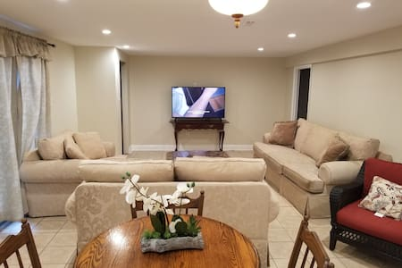 Beautiful Basement Great For Groups!