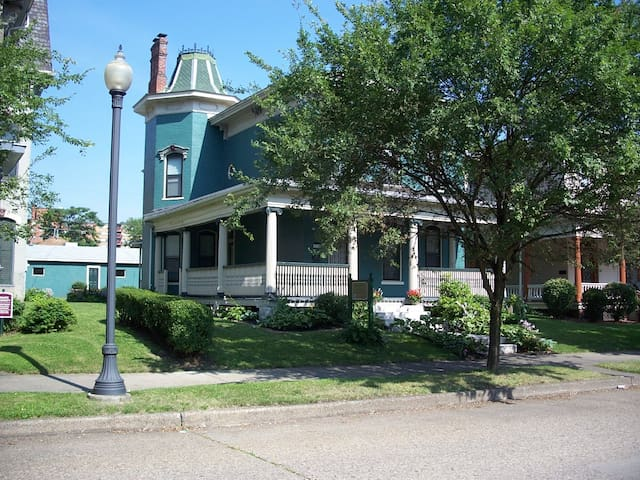 Bayberry House Bed and Breakfast W1 - Steubenville - Bed & Breakfast