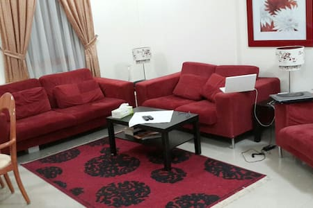 Room for guests in a flat - Doha., Bin Mahoud area - Appartement