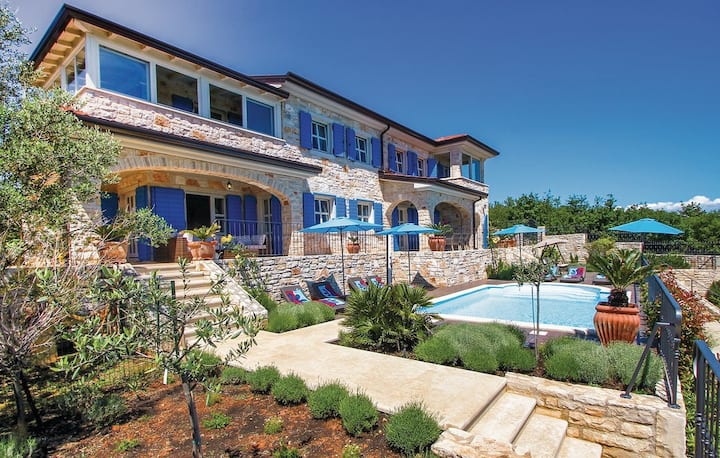 Charming Villa with pool and exclusive view