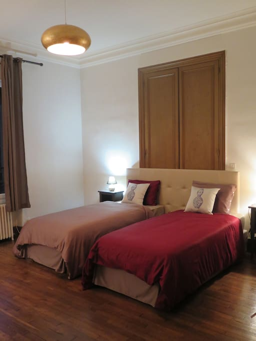 Chambre avec 2 Lits de 90*200/ Bedroom with twin beds