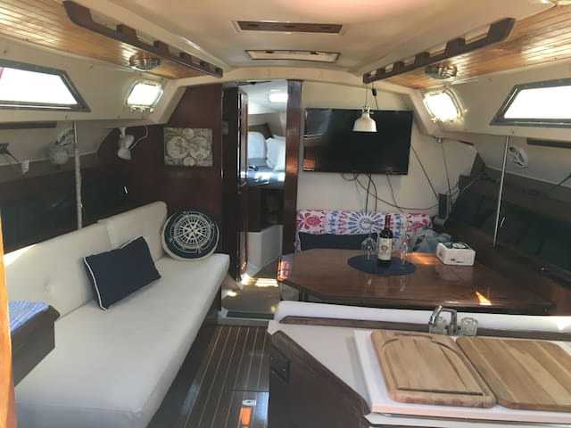 Off the grid get away sailboat experience