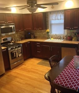 Superbowl 2014 Home Rental! - Lyndhurst