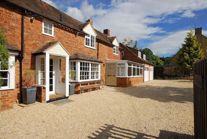 Charming 18th Century Cottage  - Bredon's Norton - Dom
