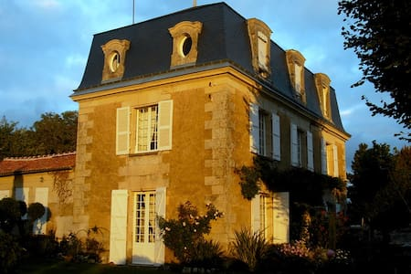 Mansart 1845- Bed and breakfast - Chalais