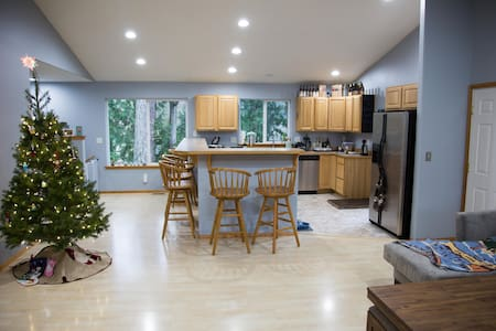 Relax in Private Bed & Bath w/ Views - Bellingham - House