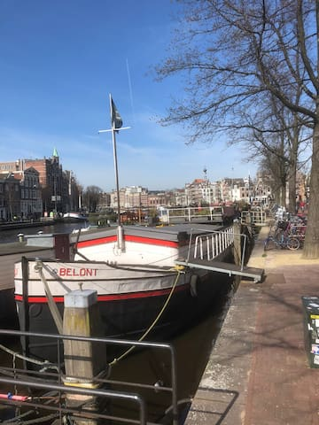 Amsterdam Houseboat Centre II - A fully safe B&B