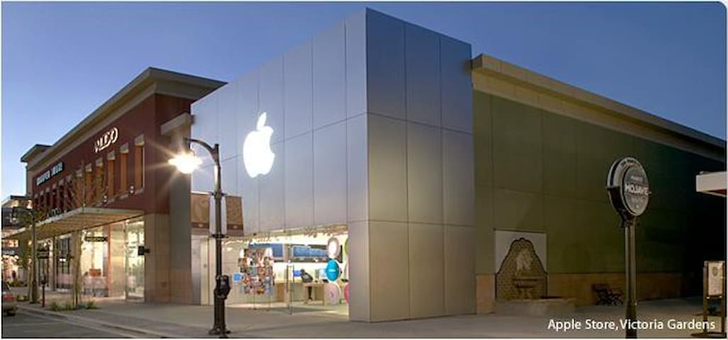Apple store at Victoria gardens