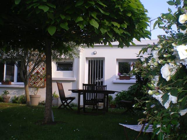 Chambre dans maison au calme Vannes Centre, Port