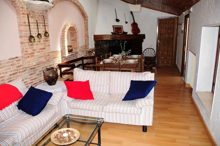 Casa rural con jardin y piscina - San Esteban de Gormaz - House