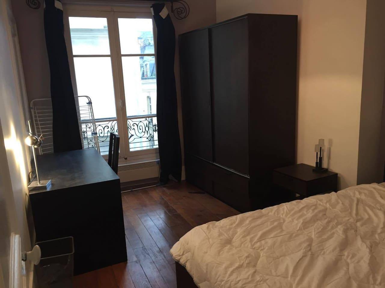 Votre chambre (11 m2) avec dressing et divers rangements