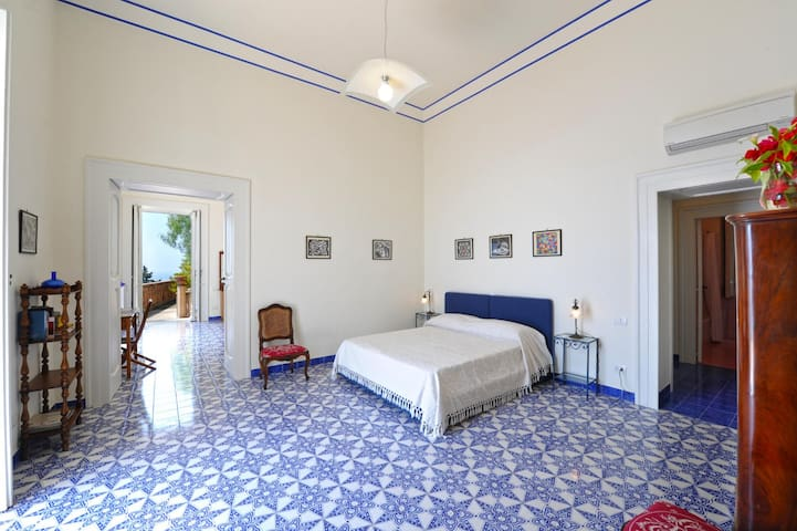 Double bedroom with access to the terrace and garden