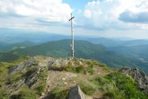 The Pikuj peak - the old wooden cross now replaced with a new iron one