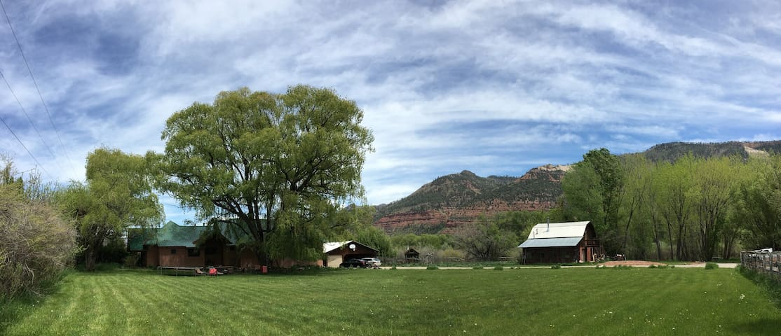 Durango Farmhouse. Beautiful, private barn.