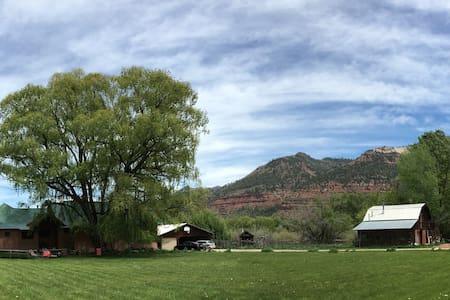 Durango Farmhouse. Beautiful, private barn. - 杜兰戈 - 宾馆