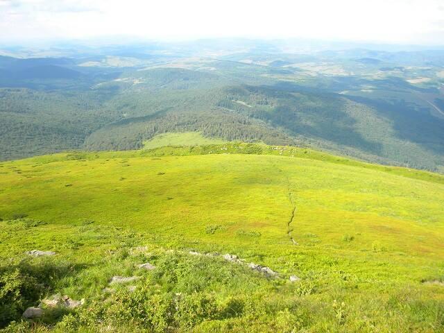 Climbing the Pikuj peak from Kukavica