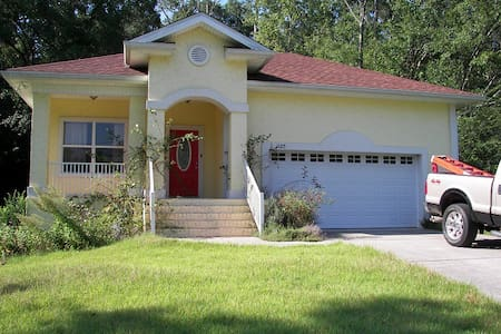 Immaculate urbane solid built home. - Tallahassee - House