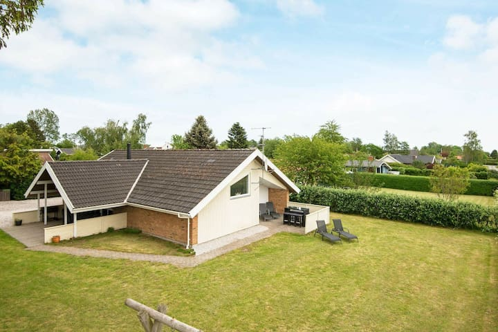 Comfortable Holiday Home with Swimming Pool in Jutland