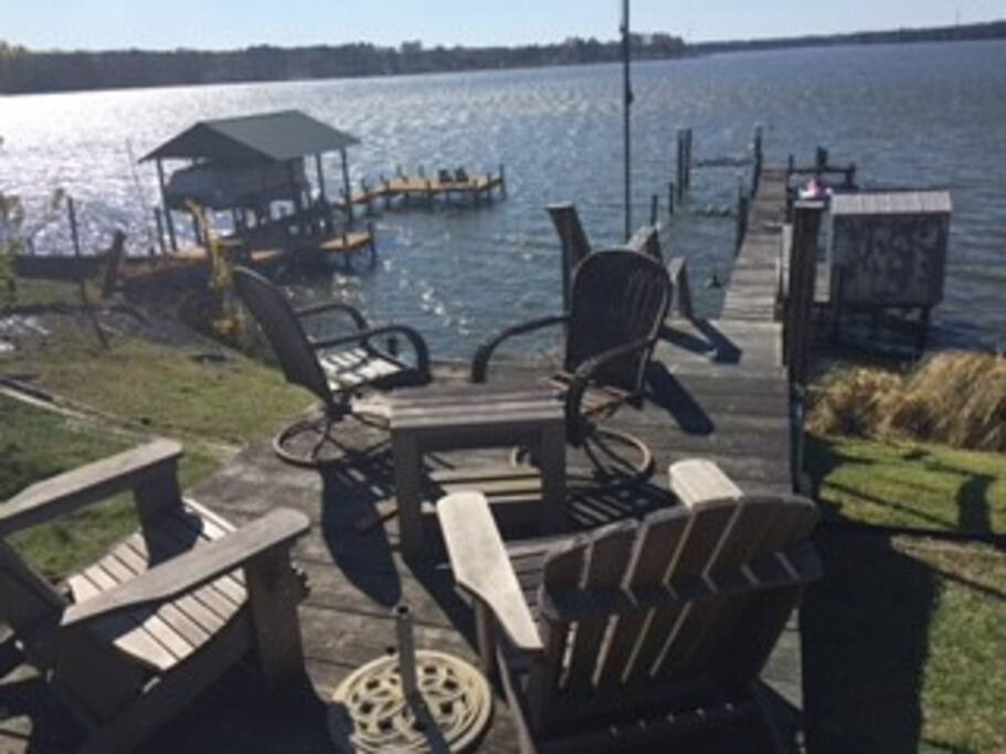 sitting area at the dock
