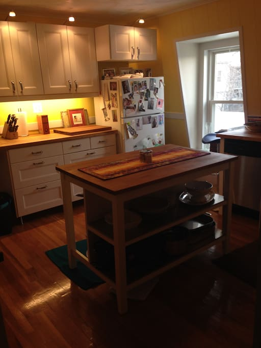 Fully applianced kitchen - gas stove, dish washer and washer/dryer