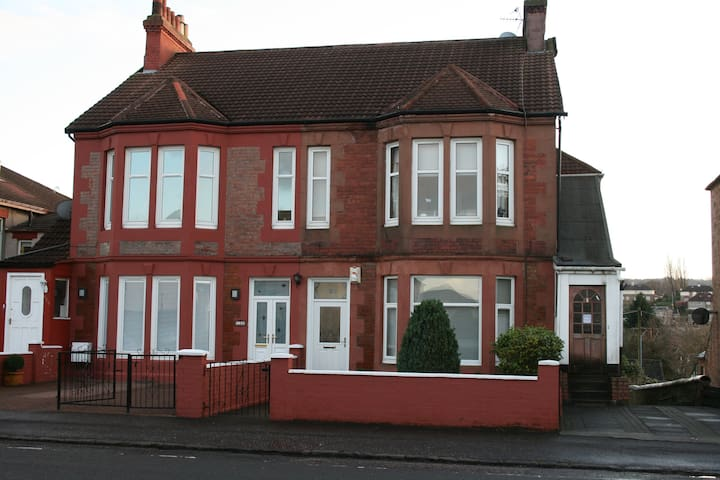 Glasgow villa conversion flat.  - Rutherglen - Apartment