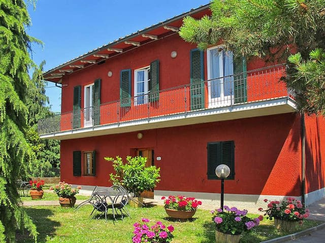 Villa Sissi Immersa nel verde - Lucca - House
