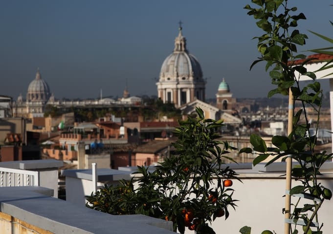 At Spanish Steps with roofterrace and 360° view