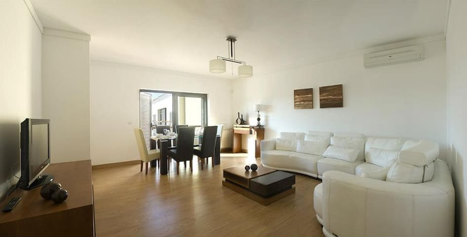 SIMPLE APARTMENT IN CONDOMINIUM. - Cascais - Wohnung