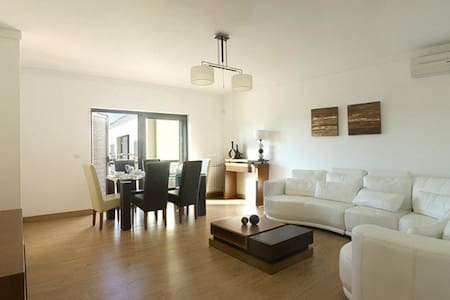 SIMPLE APARTMENT IN CONDOMINIUM. - Cascais - Apartament