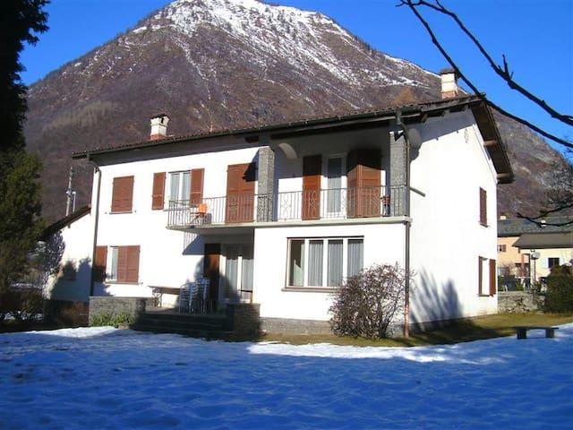 Bellissima casa vacanza per gruppi - Blenio - Huis