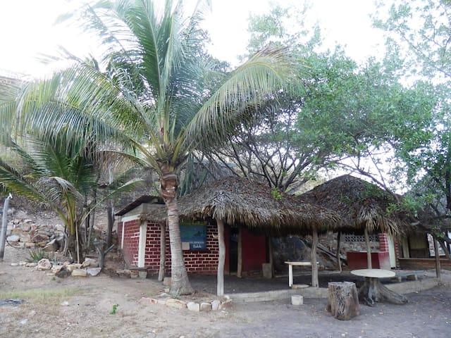 "Camping at ""El Mojon"" beach - Santa María Xadani"