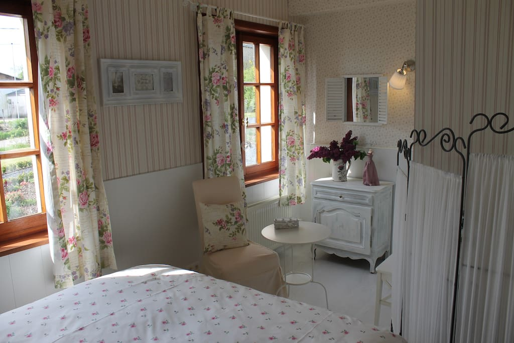 Au fil des saisons sur la wiels bed breakfasts zur for Deco chambre cottage anglais