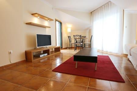 Magnificent 4 Bedroom Flat - Bueu