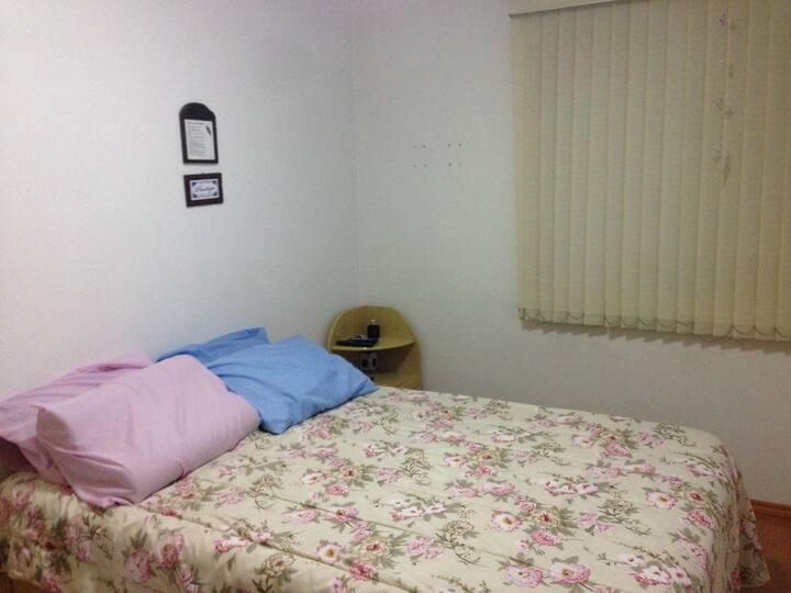 Ótimo quarto de casal!