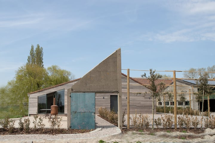 Elegant Holiday Home in Diksmuide near Dodengang War Museum