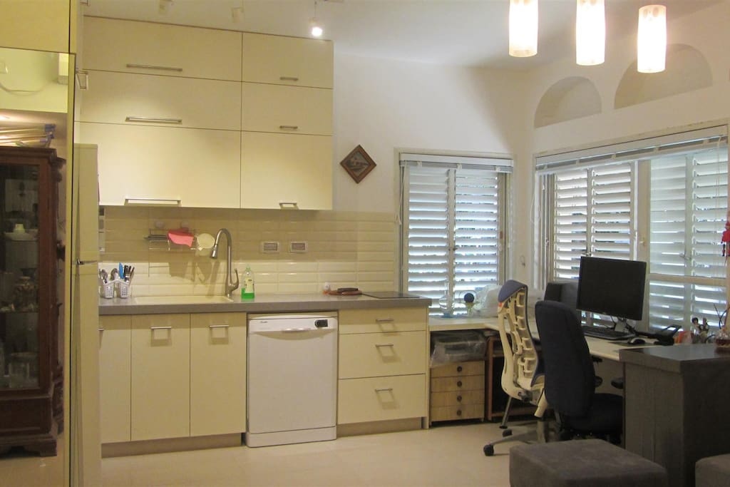 Fully equiped kitchen: Oven, Microwave, electric stove