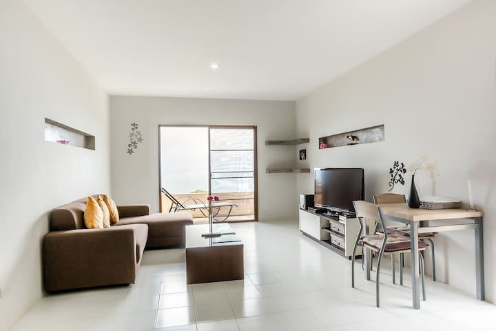 Stunning Seaview 1 AC Bed apartment 70 m2 +kitchen