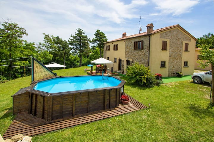 Ruim landhuis nabij Tavoleto, rustig gelegen, vlakbij natuur en leuke stadjes