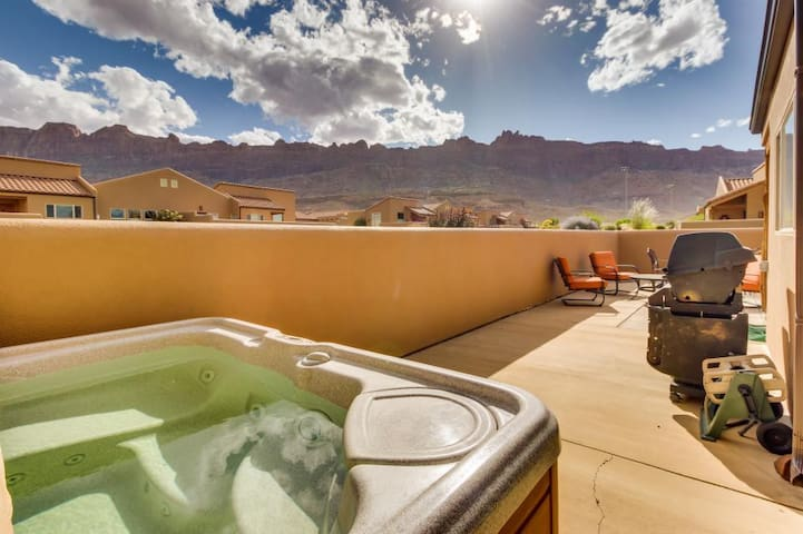 Moab Rim Village with Private Hot Tub Pet Friendly