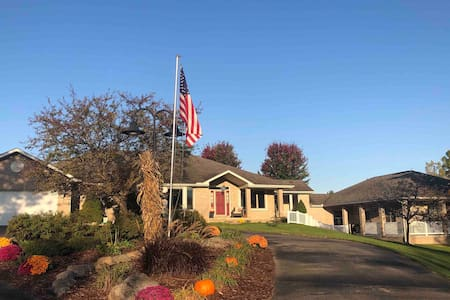 2 BR Ranch Guest House on 10 acres, 10 min to AA