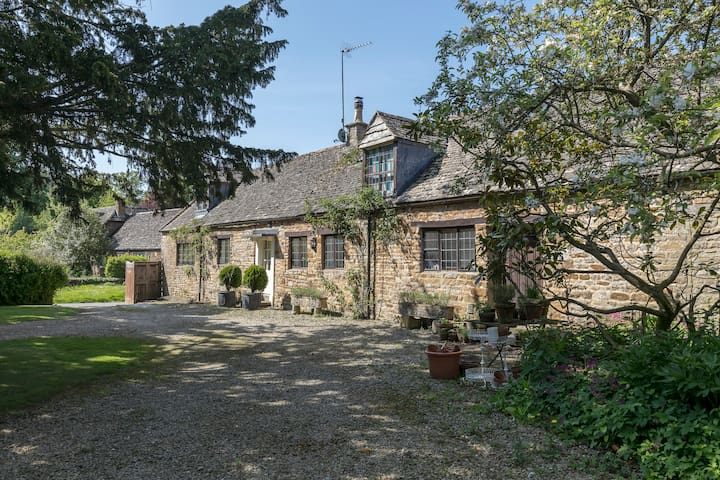 A two bedroom dog friendly Cotwolds cottage