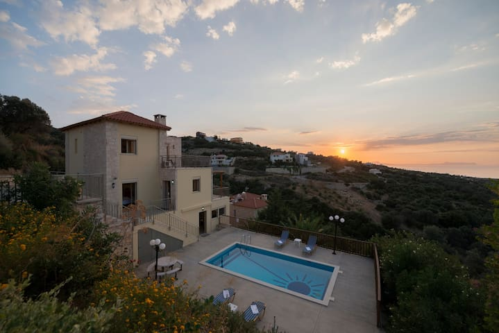 Villa Sun is a comfortable, cozy and very well equipped holiday home on a slope nearby Maroulas above the bay of Rethymnon on the island of Crete.