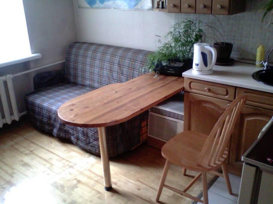 диван на кухне, раскладывается, спальное место для 2-х человек