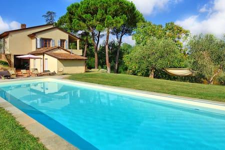 Casa Gabriella, sleeps 8 guests in Montaione - Montaione