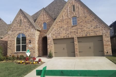 Brand New Cozy Home with 1 Private Room for guests