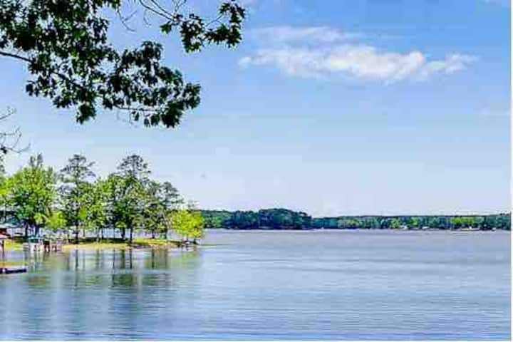 Lake Wateree, Ridgeway SC Quick Retreat with dock