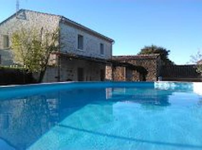 Mas 4 chambres 2 salles d'eau près de la Garrigue - Domessargues - Dům