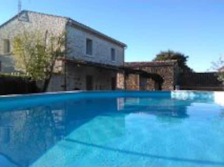 Mas 4 chambres 2 salles d'eau près de la Garrigue
