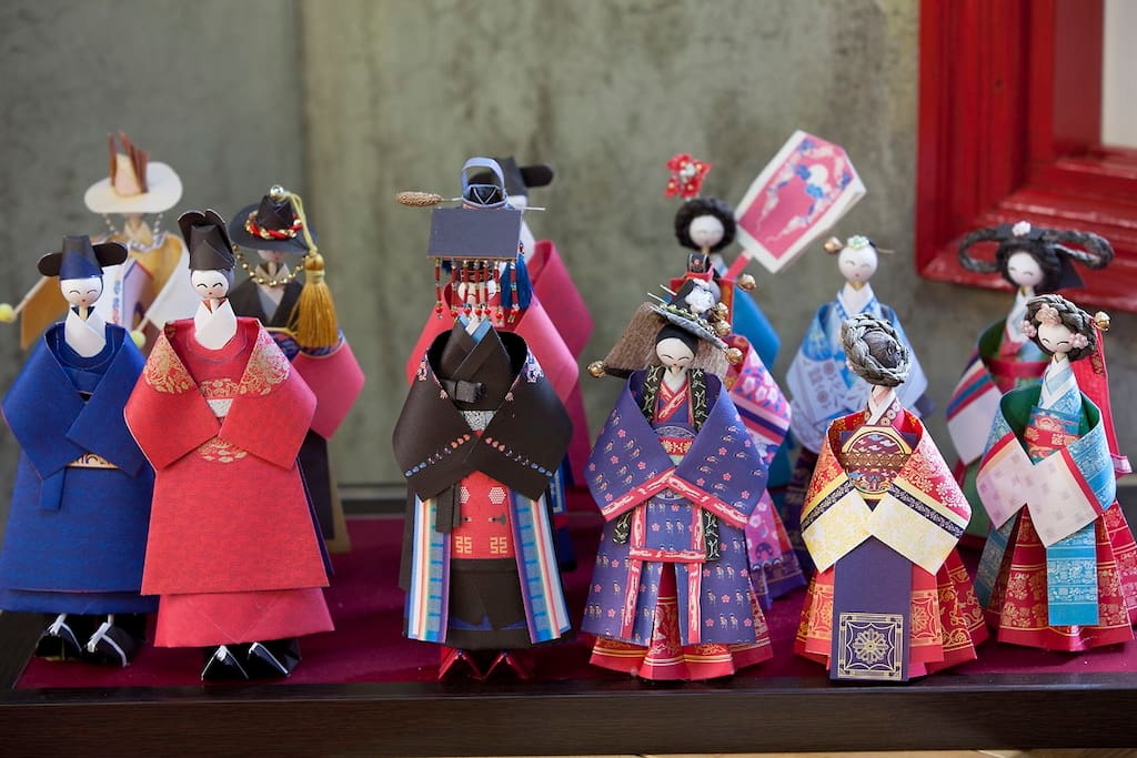 common area- traditional dolls